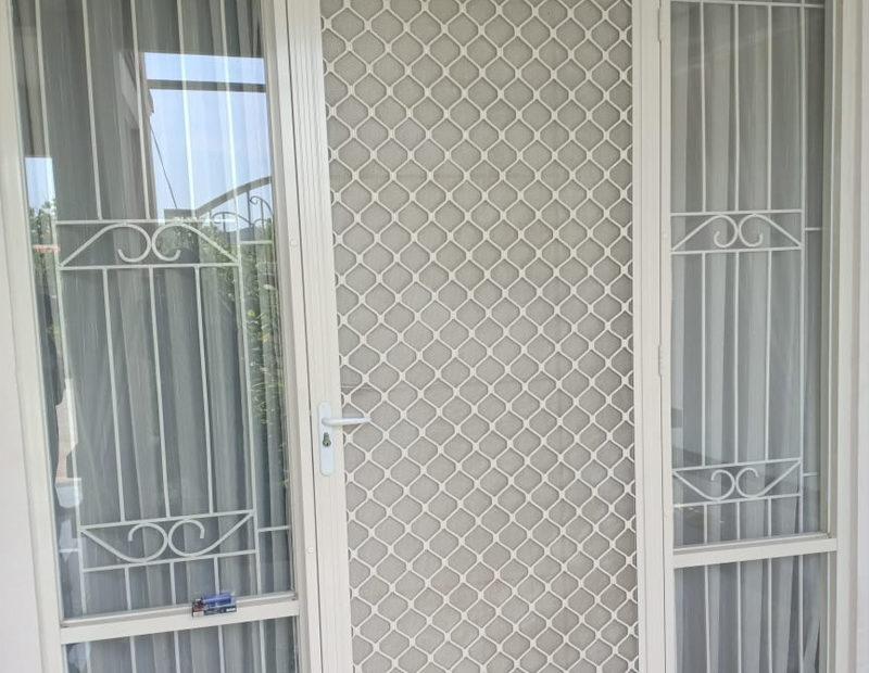Pintu Kasa Nyamuk White