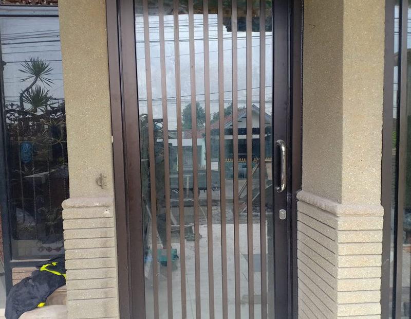 pintu kaca para para
